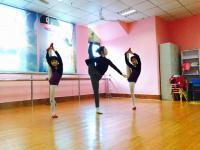 少儿舞蹈教学中小朋友抱旁腿总是抱不直怎么办