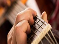 """六月天吉他培训——秉承""""品质让顾客满意,服务让客人感动""""的经营理念"""