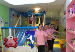 海豚宝宝婴儿游泳馆——打造一条龙的婴儿游