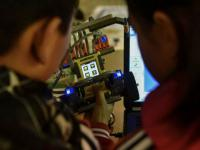 学机器人和学编程有冲突吗,孩子要如何选择呢