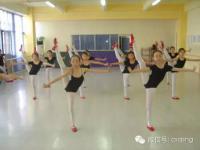 为什么上少儿舞蹈课,小孩们要统一服装