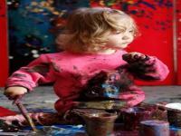 小萝莉2岁办画展,4岁赚百万,可能成为下一个毕加索